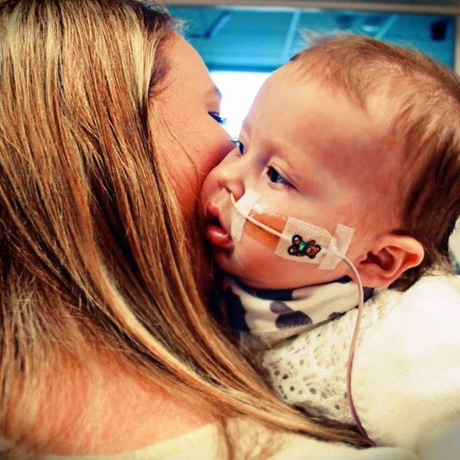 我想活下去!按下小手印後拔呼吸管 垂死女嬰竟…