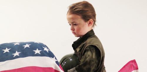 Q版奧斯卡電影! 4歲娃扮「美國狙擊手」