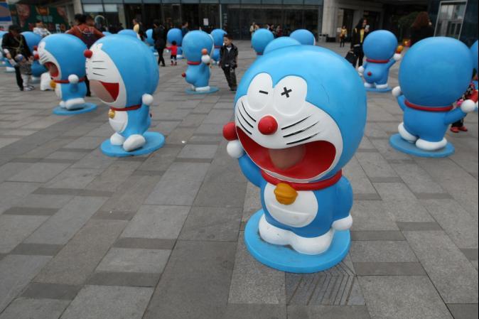 哆啦A夢專車現香港 粉絲猛拍、童嚇跑