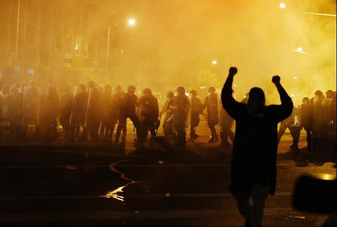 催淚瓦斯、橡膠彈鎮暴 巴爾的摩衝突難平