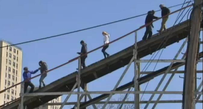 紐約雲霄飛車開幕出包 24人困26米高空