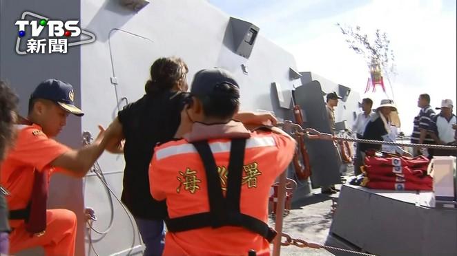 雄三飛彈誤射漁船 家屬搭船招魂