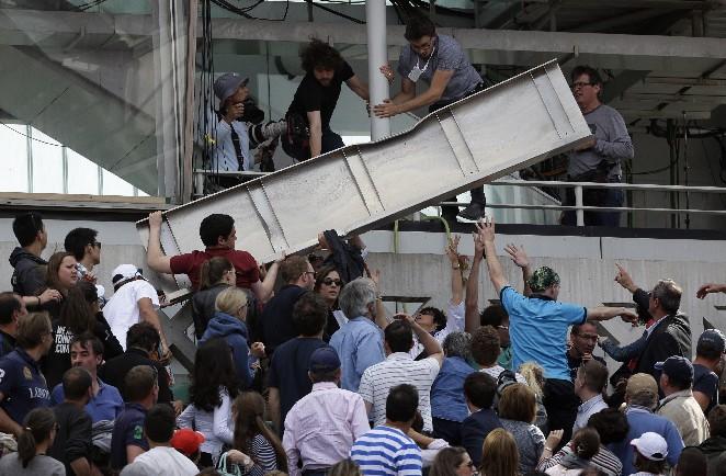 法網/強風吹落計分板罩 砸傷3球迷