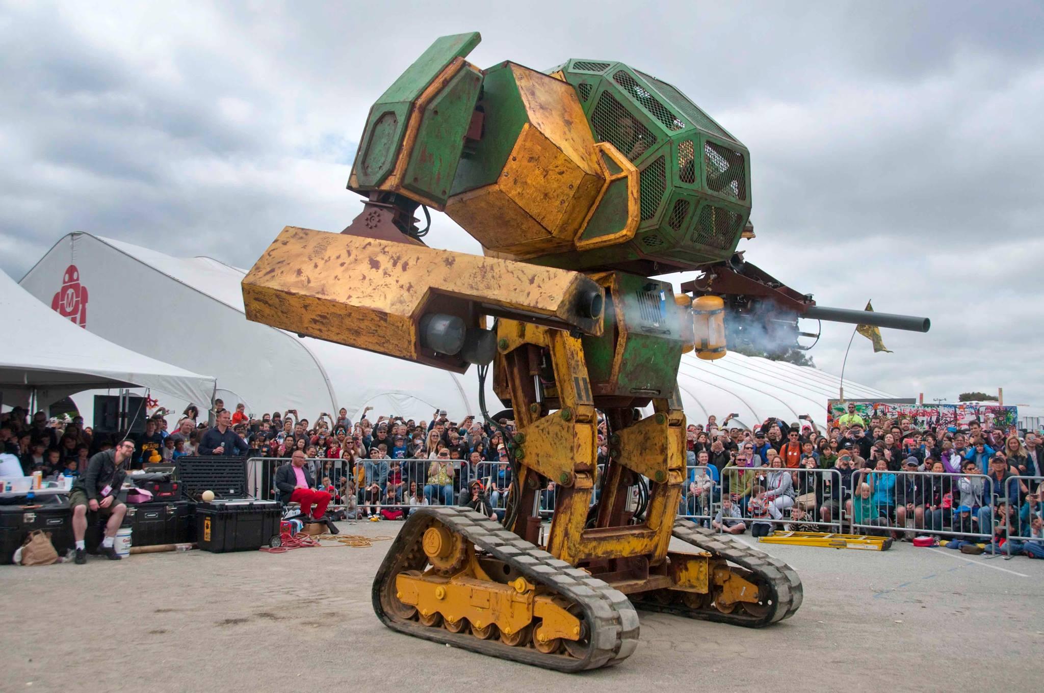 美國打造雙人駕駛機器人 搭載大型漆彈槍