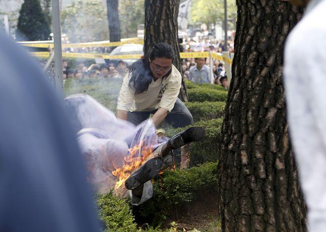 日使館前抗議慰安婦 南韓81歲老翁自焚