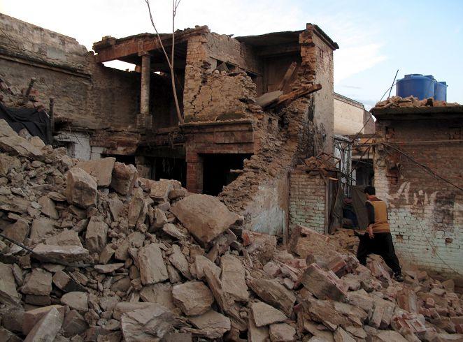 FOCUS/南亞7.5強震逾3百死 10年來最嚴重襲5國
