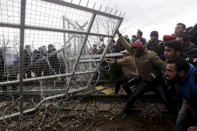 FOCUS/歐遣返難民!抗議爆衝突 膠帶封嘴絕食