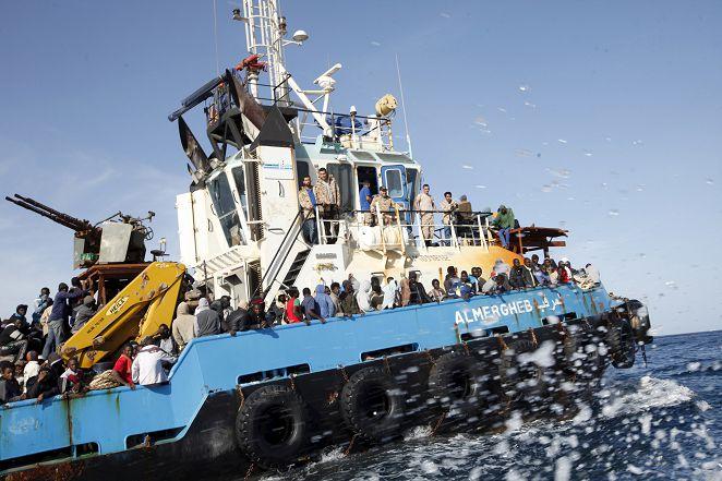 FOCUS/每天15艘難民船 橫越地中海往義大利
