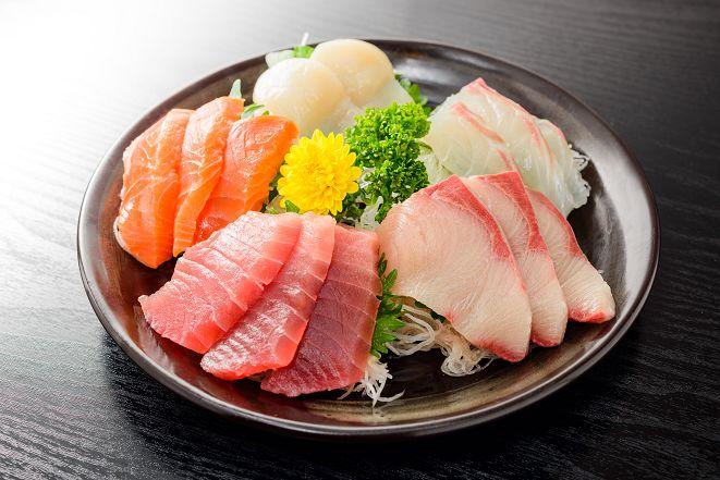 遊泰注意! 連鎖日本料理驚見染色生魚片